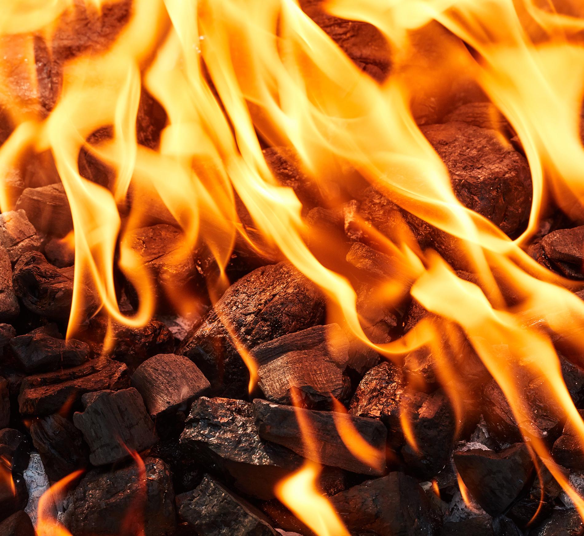 płomień palonego się ekogroszku